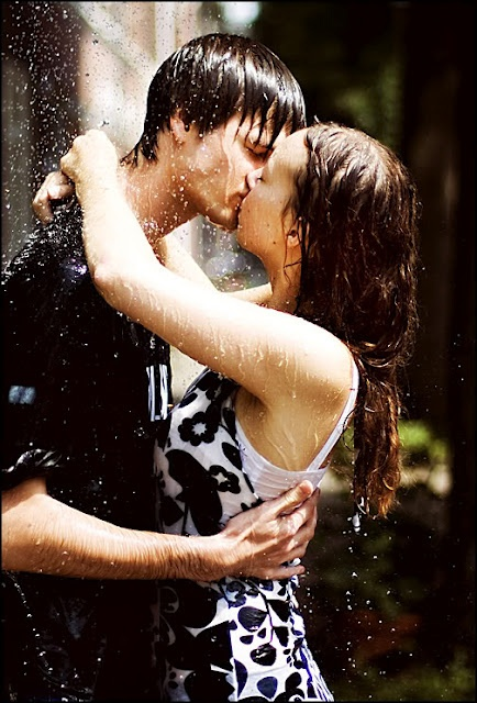 #couple #kissing #rain... Is there anything more romantic? And Hot!