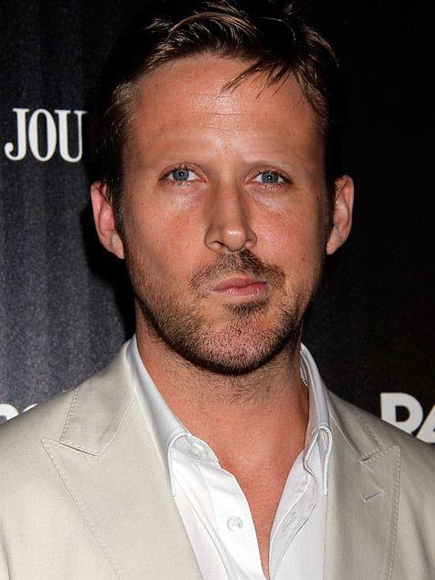 Ha! Celebrities look super weird without eyebrows...
