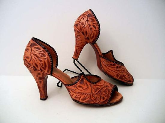 Beautiful vintage 1950s hand tooled leather heels Mexico. #vintage #shoes #Mexican