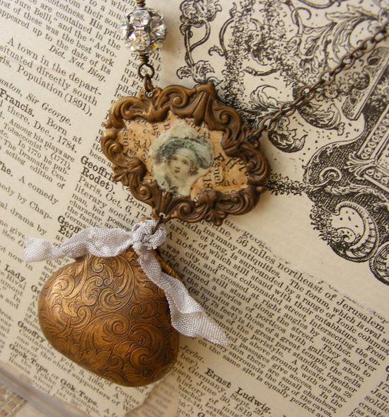 Regency purse locket necklace
