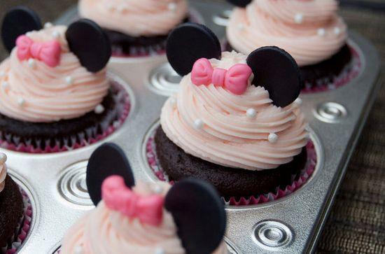 Minnie Mouse fondant cupcake toppers - ClaudiaCupcakeLad...
