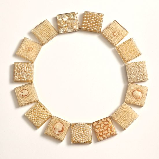 Dania Chelminsky - Decocameo necklace, Epoxy, pearls, cameos, gold leaf, gold-filled, 22 X 0.9 cm, 2012