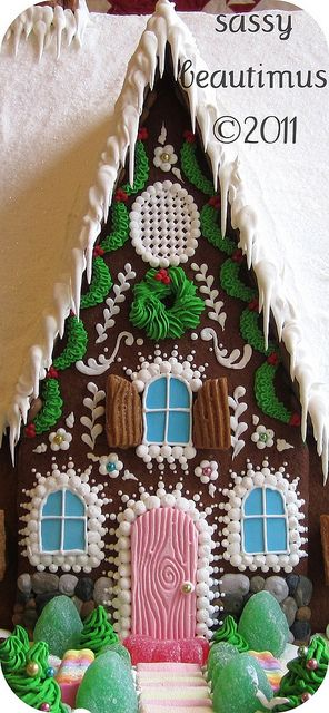 really awesome gingerbread house...Bebe' !!!