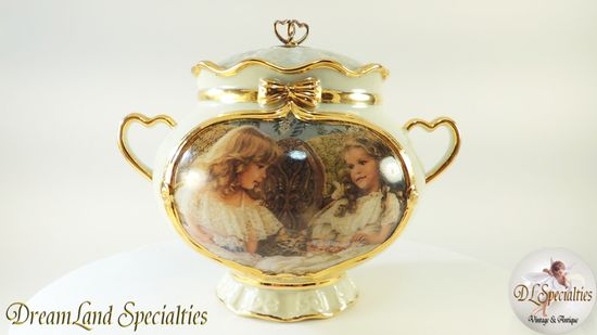 FREE $25 Gift Certificate with $25 or more purchase!  DreamLand Specialties is pleased to be able to offer exceptionally fine heirloom treasures that are perfect for gift giving or any collection.   Offering: Best Friends Memories Gold Guilt Porcelain Music Box       Product Video: yo...