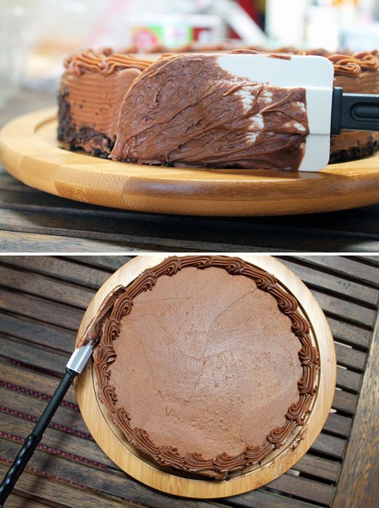 Use a Lazy Susan to Frost a Cake