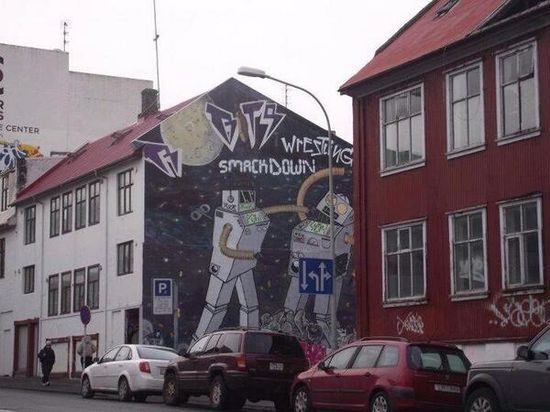 Via @ANDYPDESIGNER    Icelandic graffiti