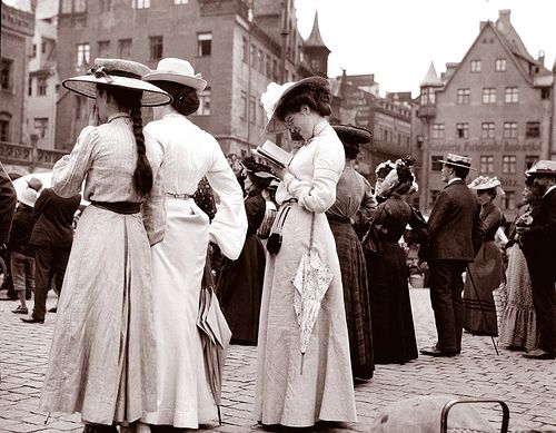 Tourists at the Frauenkirche, Nürnberg, Germany, 1904