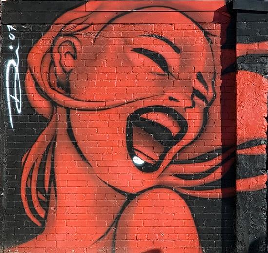 """Graffiti effectuée par thaPHLASH en 2007 sur la rue St Denis. Portrait en rouge et noir d'une femme pour un bar à vin le """"Rouge et Blanc""""  Montréal  Québec, Canada - 2008"""