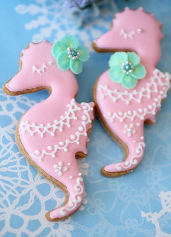 Such incredibly pretty, delightfully precious Seahorse Icing Cookies.