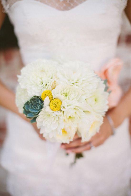 white wedding bouquet www.weddingchicks...