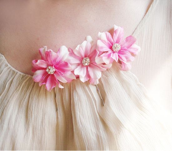 pink flower clips ?