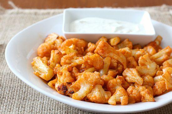 Spicy Sriracha Baked Cauliflower with Cool Yogurt Dipping Sauce #vegetarian #recipe