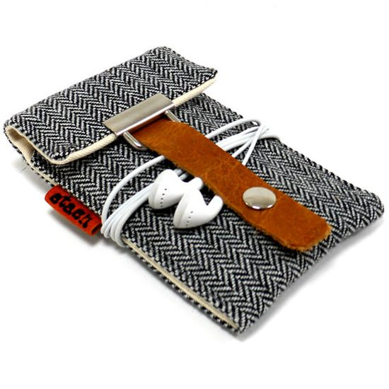 All herringbone and all class - this is one smart gadget case!