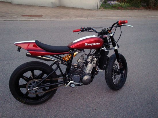 Husqvarna, de super moto a street tracker