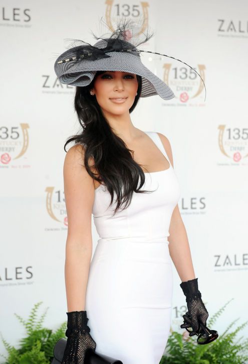 This is the hat I would want to wear to the derby, so beautiful...Kim Kardashian at the Kentucky Derby, 2009