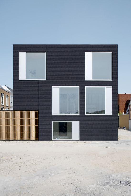 V35K18 Residence in Leiden, The Netherlands by Pasel Kuenzel