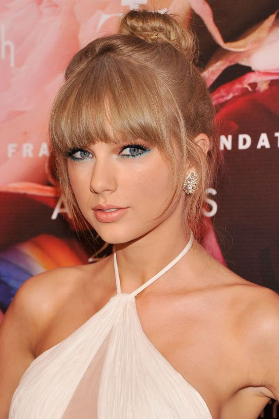 10 Star-Approved Smoky Eye Looks That Are Perfect for Summer featuring Taylor Swift