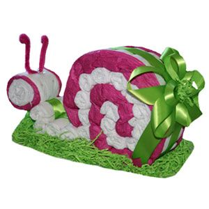 snail diaper cake - Anyone know anyone who will be having a baby shower??? I thought this was so cute!!!