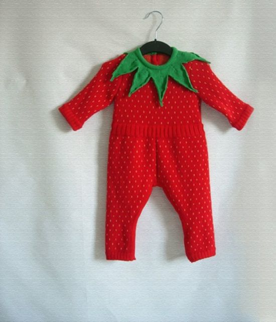 A STRAWBERRY BABY OUTFIT!!! OH MY GOODNESS I NEED IT!!!