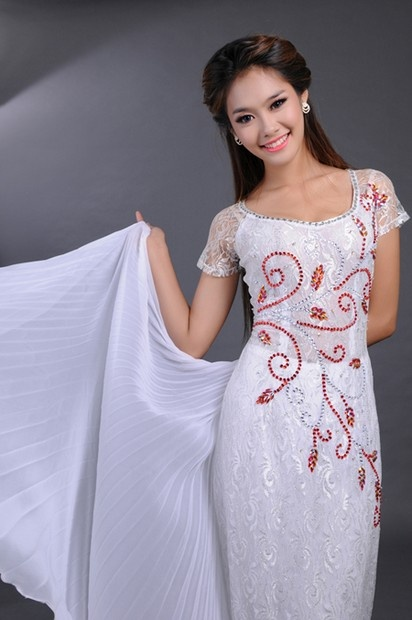 Ao Dai Cuoi WR333 / We never gonna give you up and never gonna let you down, check out that dress and order maybe? :D / aodaihoanguyen.co...