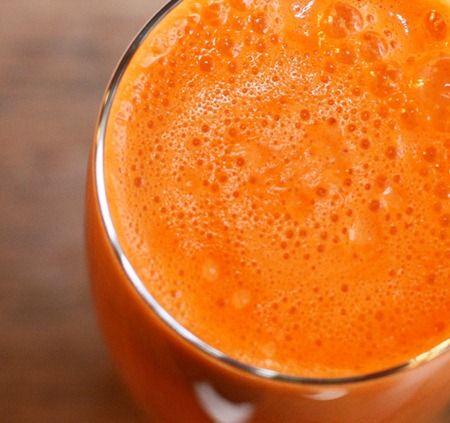 glowing sunshine juice    1 grapefruit, peeled  4 medium carrots  fresh ginger (1/2 inch piece)  1/4 tsp raw maca powder