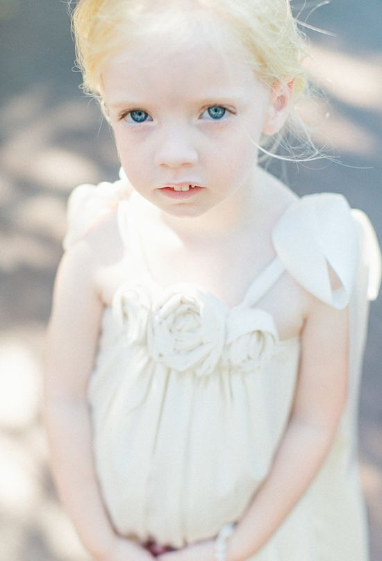 flower girl ideas www.weddingchicks...