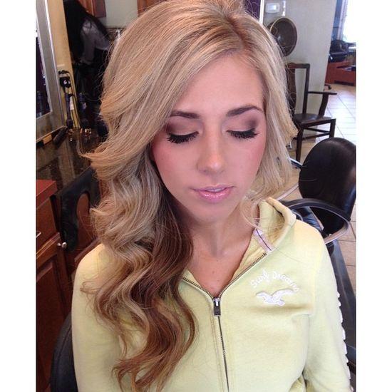 Love her hair & eye makeup