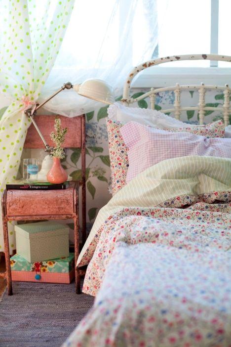 sweet vintage bedroom