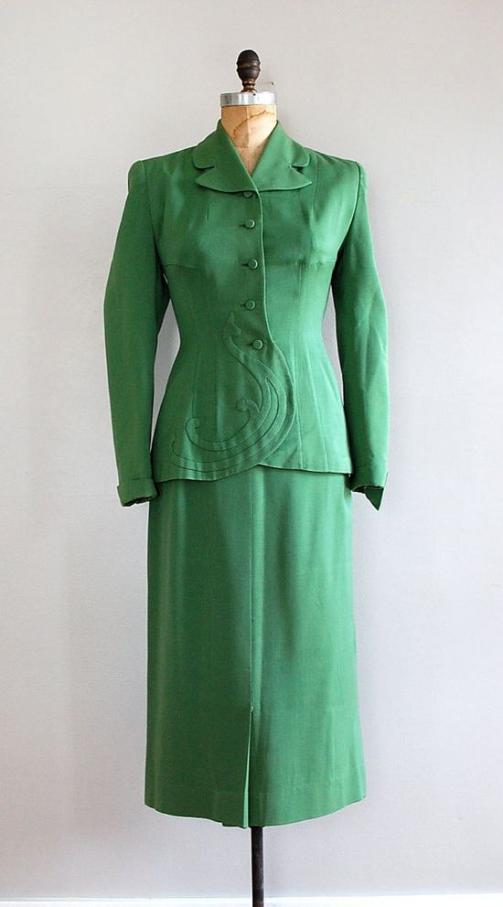 French curve 1940s gabardine suit. #vintage #1940s #fashion #green