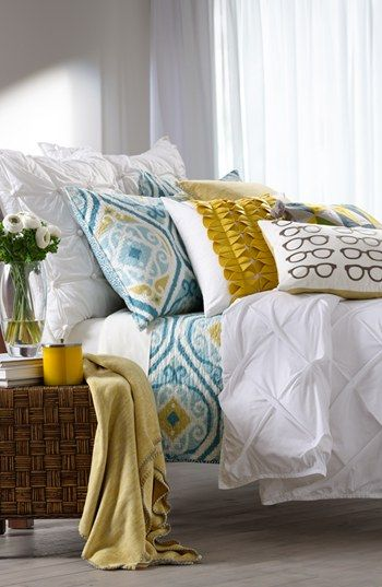 Pretty pops of color mixed with gorgeous texture and pretty patterns. Very pretty!