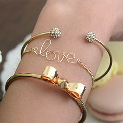 DIY Love / Name Bracelet : Learn how to make this easy DIY! A great addition to any arm party!
