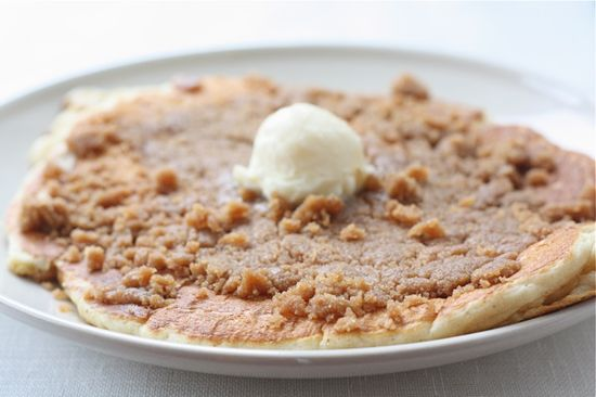Cinnamon Streusel Pancakes from Two Peas and Their Pod #pancakes #recipe