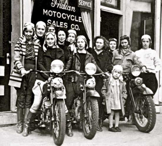 Vintage bikes : Women on Indian Motorcycles