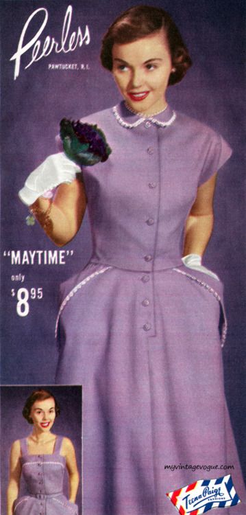 A delightfully sweet lilac hued 1950s warm weather dress (I like the little hit of white on the collar). #vintage #1950s #dress #fashion #purple