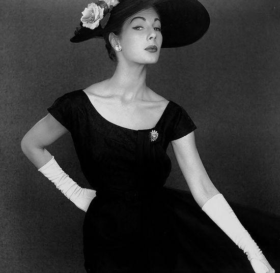 So very, endlessly sophisticated. #fashion #vintage #1950s #dress #hat #gloves #elegant