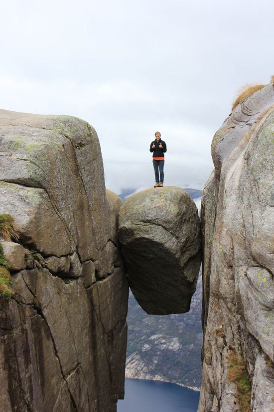 A travel guide for Norway's Hanging Rock (Kjeragbolten)