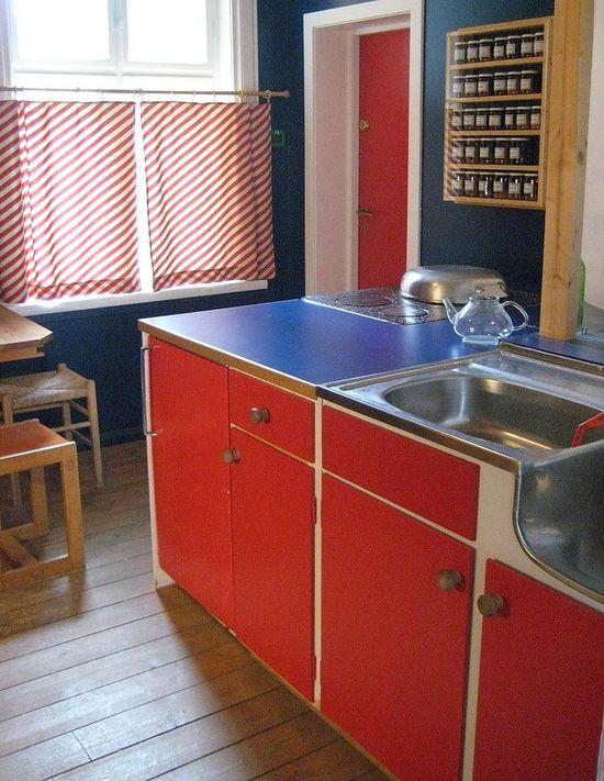 cute 50's kitchen!