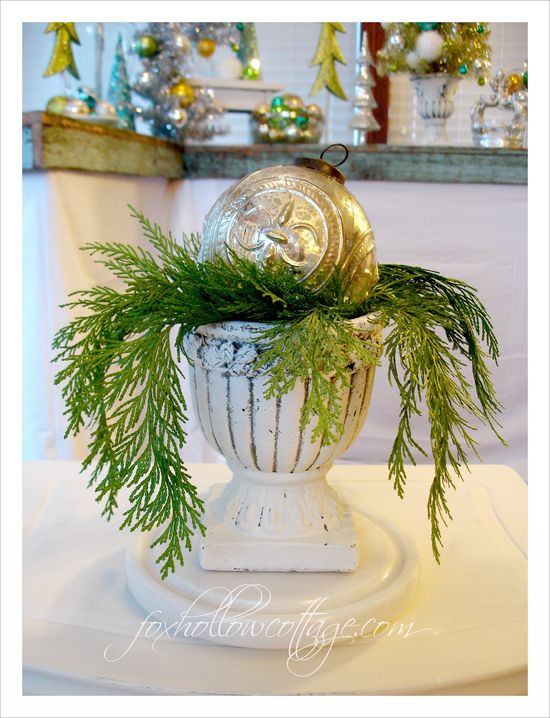Five Minute Christmas {a holiday decor tip} #cedar #Christmas #urn #decorating