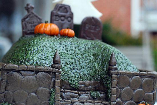 Halloween Graveyard Cake by Sweet Fix, via Flickr