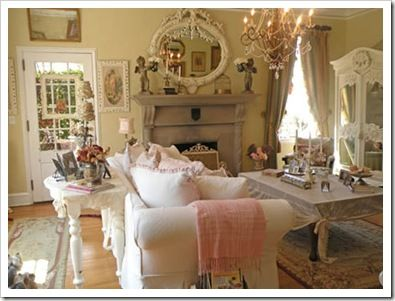 Sweet cottage living room.