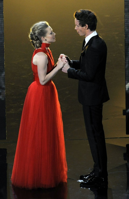 Amanda Seyfried and Eddie Redmayne performing at the Oscars.
