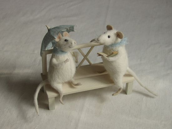 rendezvous -   mice on a bench