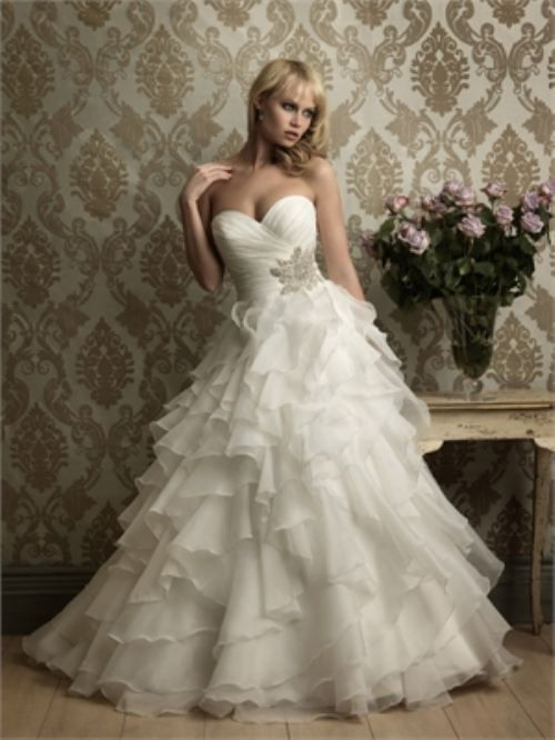 In love with this wedding dress!