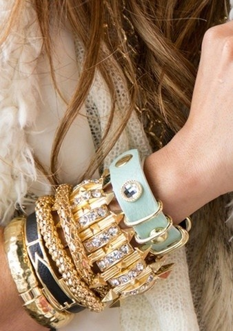 Chunky Bracelets: LOVEEEEEE BRACELETS!!! This just made me have a dance party.