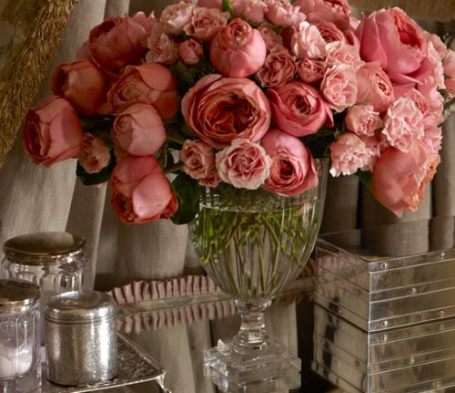 Gorgeous old fashioned overflowing roses!