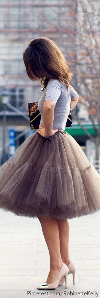 tuck it in....Street Style   Tulle Skirt #versiebyanniem