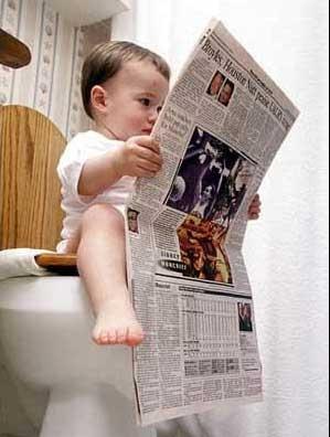 dziecko z gazetą