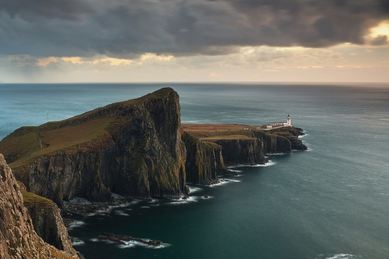 Neist Point, Ireland / photo by Alasdair McIntosh