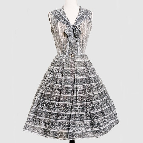 Lovely 1950s black and white sleeveless summer dress with bow. #vintage #1950s #fashion