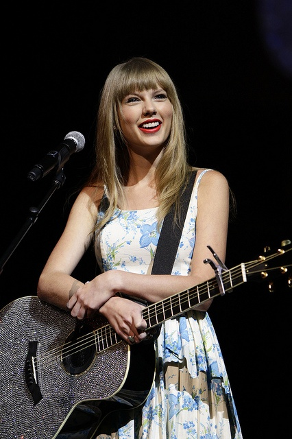 Taylor Swift at Walmart Shareholders' Meeting 2012.   #WMTShares